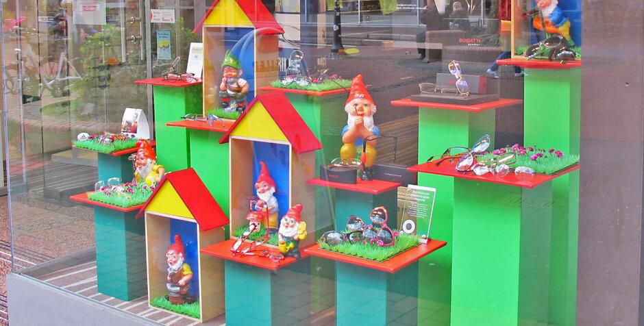 Troisdorf city neue schaufenster dekoration bei meller for Schaufenster dekorieren