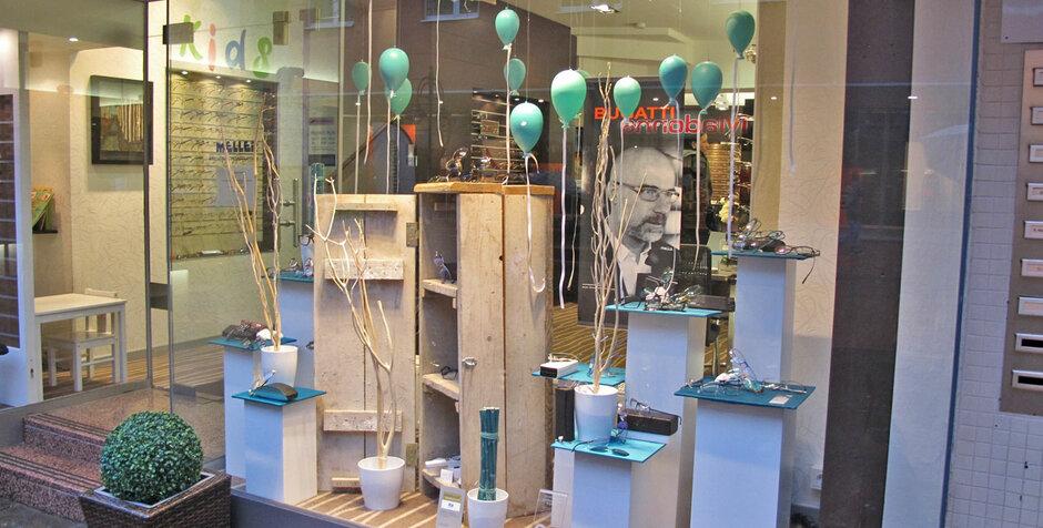 Troisdorf city neue schaufensterdekoration bei meller optik meller optic - Schaufensterdekoration weihnachten ...